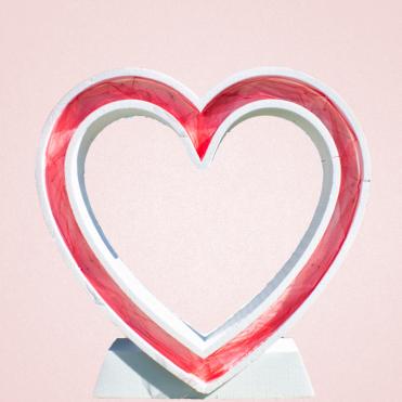 Figura de corazón gigante hueco iluminado